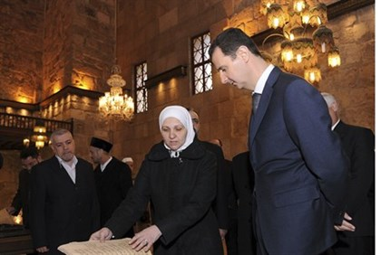 Syrian Pres. Assad visits Damascus mosque during army tank fire on suburbs