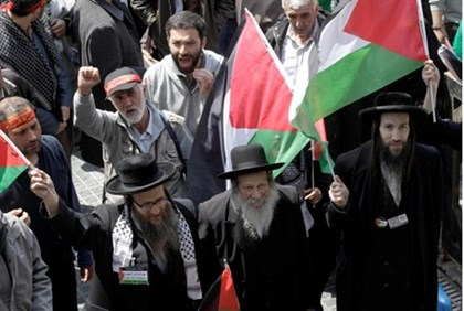 Neturei Karta rabbis wave PLO flagsn Lebanon
