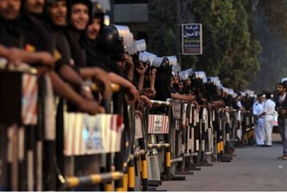 Soldiers, police block road to Saudi mbassy
