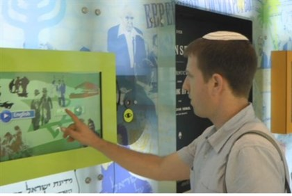 Arutz Sheva's Yoni Kempinski at the interactive wall