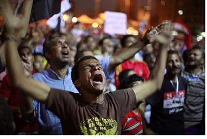 Mursi supporters protest military in Tahrir Square