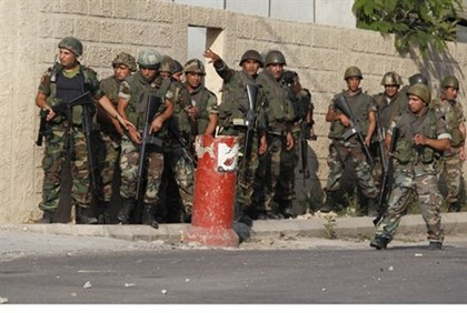 Lebanese soldiers take positions aainst PA Arabs