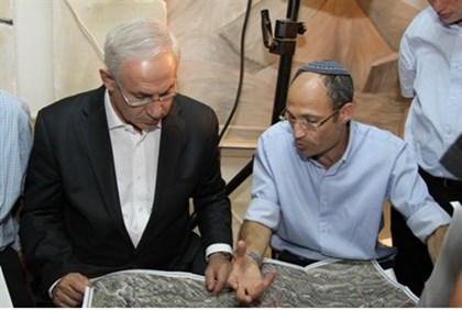 Pearl shows Netanyahu route of 'Separation Wall'