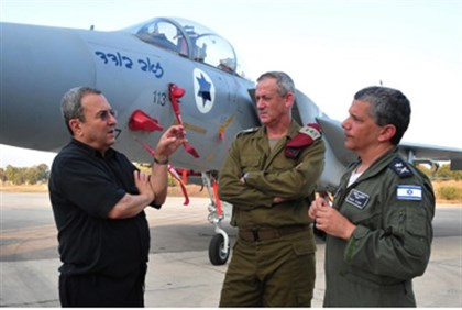 Barak with IDF, IAF chiefs at Tel Nof