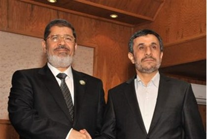 Morsi shakes hands with Ahmadinejad at the recent Non-Aligned Movement in Tehran