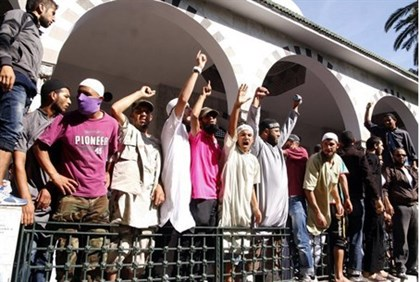 Tunisian Salafists shout slogans outside the El-Fath mosque in Tunis on September 17
