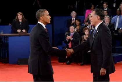 Romney shakes hands with Obama at conclusion of  debate