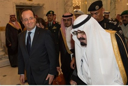 Saudi King Abdullah welcomes French President Francois Hollande