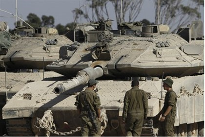 Tank outside Gaza (archive)