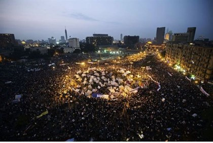 Tens of thousands of people in a mass rally in Tahir Square