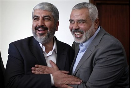 Ismail Haniyeh (R) with Hamas chief Khaled Mashaal