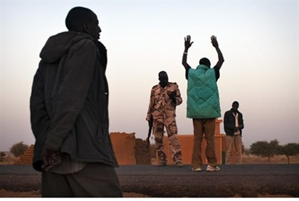 Malian soldiers at Gossi checkpoint