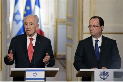 Hollande and Peres hold a press conference in Paris