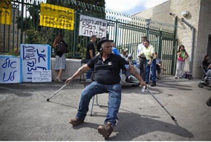 Handicapped Israelis protest
