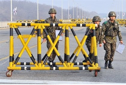 South Korean soldiers set barricades on a road leading to North Korea's Kaesong joint industrial com