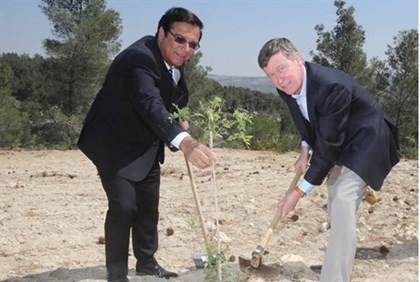 KKL-JNF World Chairman Efi Stenzler (L) and Colorado Governor John W. Hickenlooper plant a tree in t