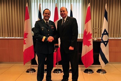 Defense Minister Moshe Yaalon and Canada's Chief of Staff Thomas J. Lawson