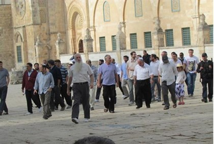 Visitors to Temple Mount