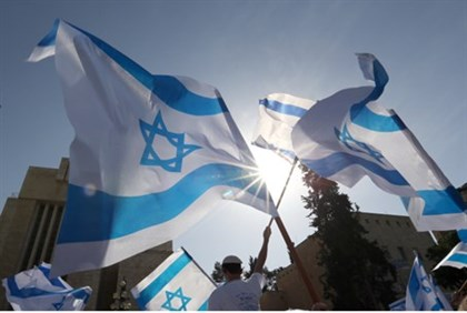 thousands wave Israeli flags in Jerusalem