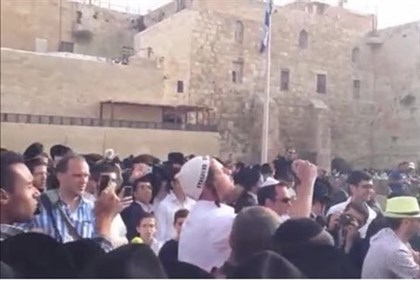 Hareidim protest against 'Women of the Wall' Sunday