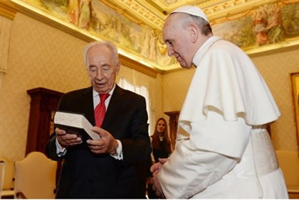 Shimon Peres meets with Pope Francis