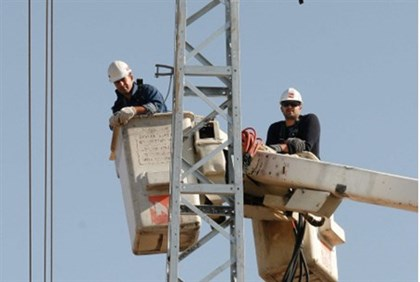 Electricity technicians at work