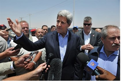 Kerry visits Syrian refugees