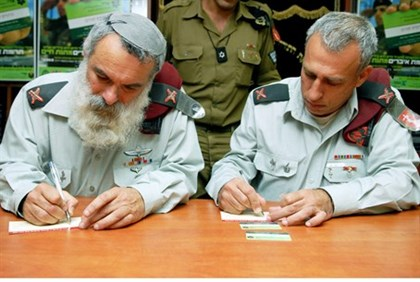 Rabbi Ronsky (left), during his time as IDF Chief Rabbi