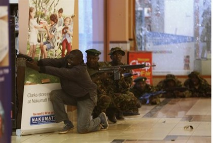 Kenyan soldiers fight terrorists in Westgate Mall