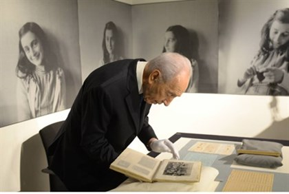 President Shimon Peres visits the Anne Frank Museum
