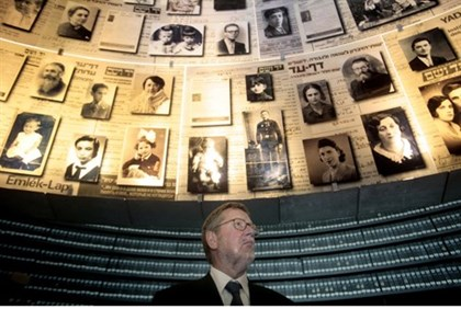 (Illustration) Former Danish FM Per Stig Moller at Yad Vashem