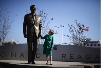 Elizabeth Dole next to statue of Ronald Reagan