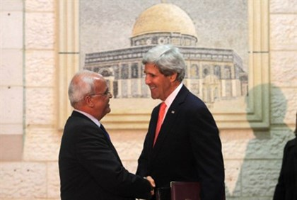 John Kerry with PA's Saeb Erekat (file)