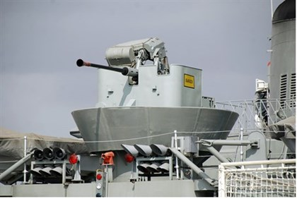 Mounted cannon pictured aboard an Iranian warship
