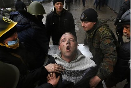Kiev: wounded protester (file)