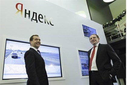 Russian PM Dmitry Medvedev (L) with Yandex CEO Arkady Volozh at the company's  Moscow offices