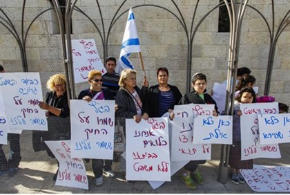 South Tel Aviv residents protest outside High Court