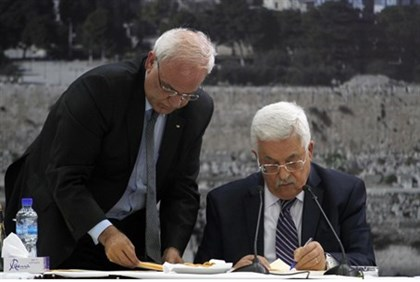 Abbas signs requests to join 15 international agencies which torpedoed talks