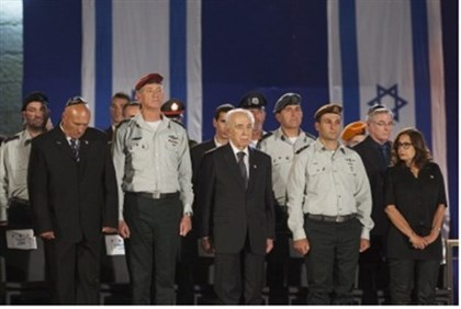 Peres (center) at ceremony.