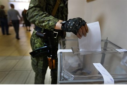 Armed pro-Russian casts vote