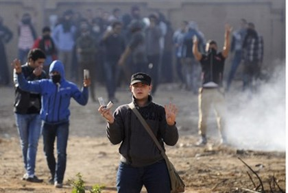 Al-Azhar students clash with riot police