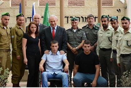 Prime Minister Netanyahu awards medals to the soldiers and officers