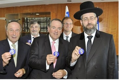 Ashkenazi Chief Rabbi David Lau joins pin campaign along with Mike Huckabee (C) and RZA head Martin