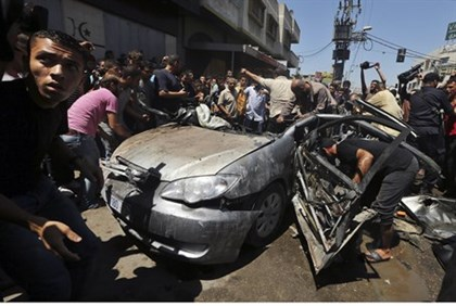 Car hit by airstrike in Gaza (illustration)