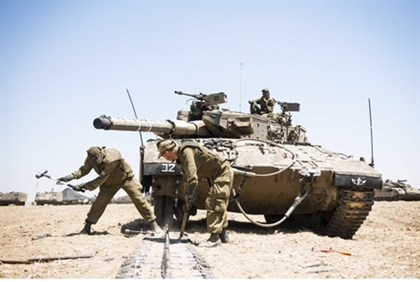 Tanks prepare for a ground assault