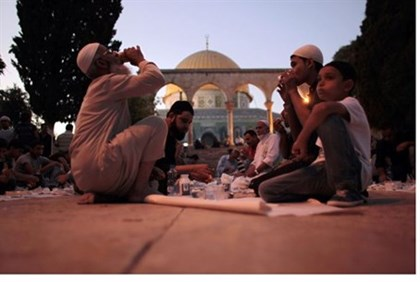 Muslims dine on Temple Mount (file)