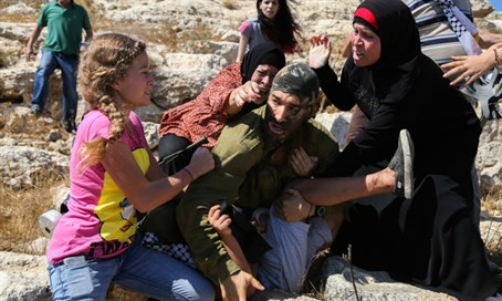Soldier beaten by Palestinian women