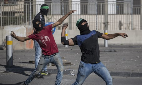 Arab rock-throwers in Jerusalem