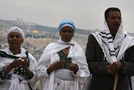 Ethiopian Jews pray in Jerusalem