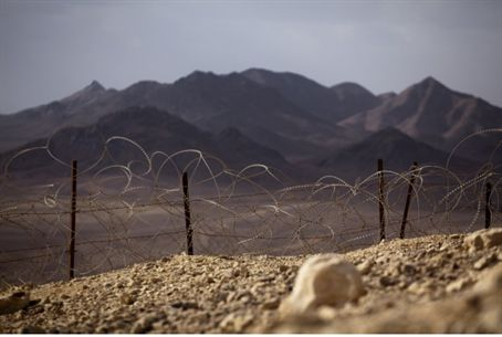 Fence along southern border / illustrative